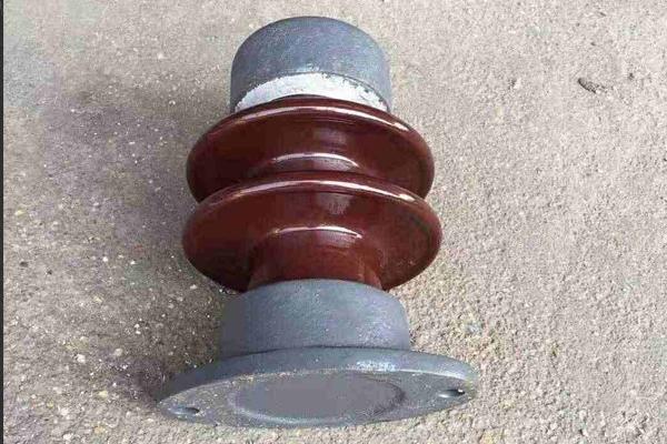 复合陶瓷绝缘子顾名思义就是电工陶瓷制成的绝缘子